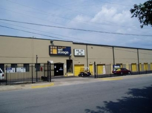 photo of Uncle Bob's Self Storage - Dallas - 9450 Hargrove Dr