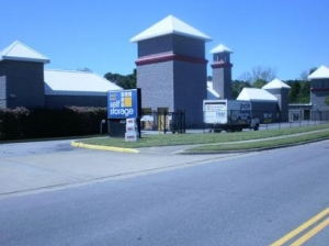 Norfolk self storage from Uncle Bob's Self Storage - Virginia Beach - Shell Rd