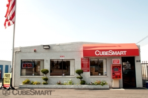 Riverside self storage from CubeSmart Self Storage