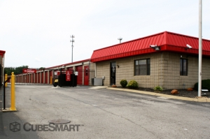 Brentwood self storage from CubeSmart Self Storage