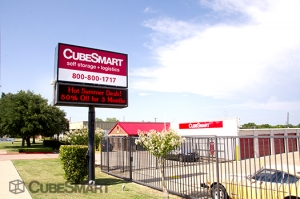 Garland self storage from CubeSmart Self Storage