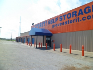Orange self storage from StorIt! @ Groves