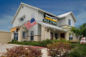 San Antonio self storage from StorageMart - 281 & Thousand Oaks