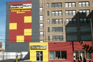 Chicago self storage from StorageMart - Halsted & Chicago