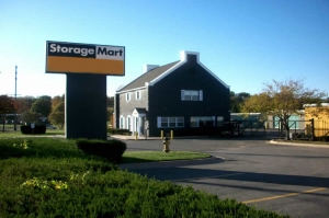 Shawnee self storage from StorageMart - 67th & I-35