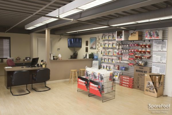 18019 Ventura Blvd Encino, CA 91316 - Moving/Shipping Supplies
