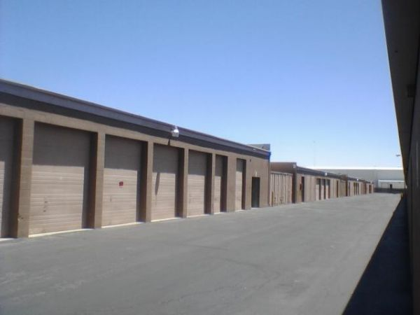 42722 10th St W Lancaster, CA 93534 - Drive-up Units