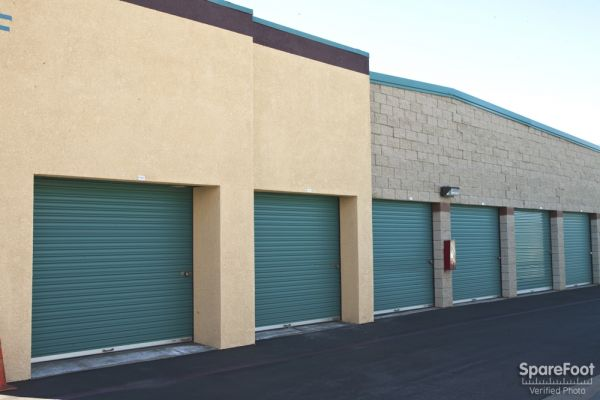 1934 E Taft Ave Orange, CA 92865 - Drive-up Units