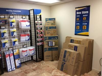 5425 Katy Fwy Houston, TX 77007 - Moving/Shipping Supplies