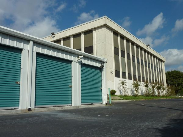 1440 North Loop Houston, TX 77009 - Drive-up Units
