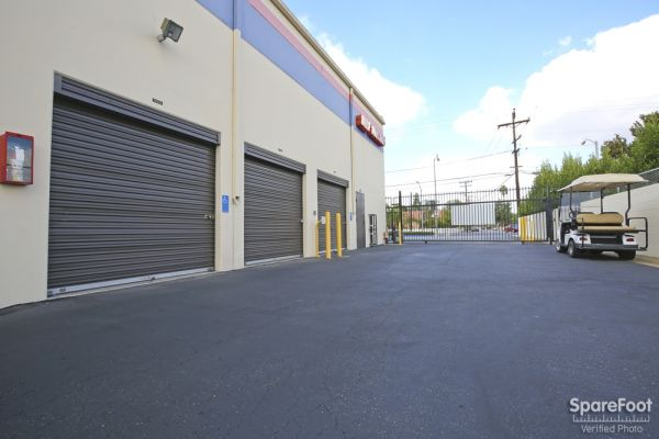 8160 Rosecrans Ave Paramount, CA 90723 - Driving Aisle