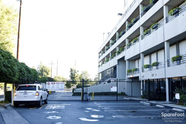 15500 Erwin St Van Nuys, CA 91411 - Security Gate