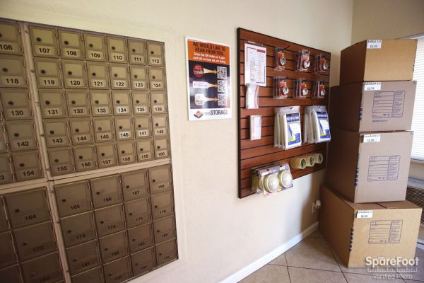 3401 W Rosecrans Ave Hawthorne, CA 90250 - Moving/Shipping Supplies