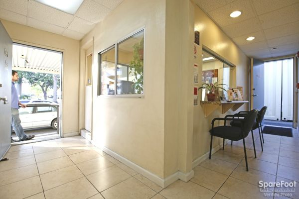 686 S Arroyo Pkwy Pasadena, CA 91105 - Front Office Interior