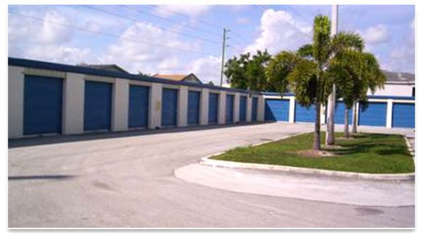 1596 NE 8th St Homestead, FL 33033 - Drive-up Units