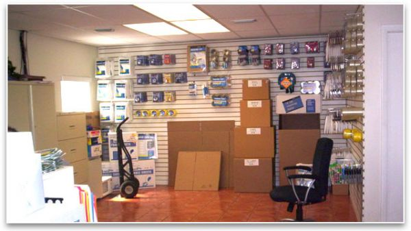 1596 NE 8th St Homestead, FL 33033 - Moving/Shipping Supplies