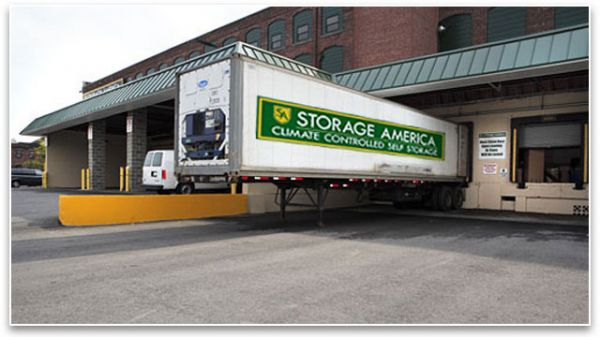 558 Roosevelt Ave Central Falls, RI 02863 - Moving Truck