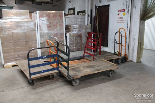 5509 S Oakley Ave Chicago, IL 60636 - Rolling Cart