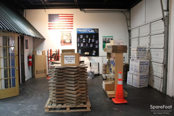 5509 S Oakley Ave Chicago, IL 60636 - Moving/Shipping Supplies