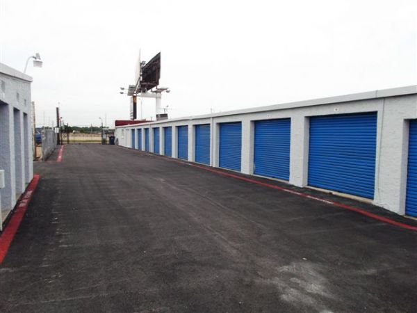 4018 Interstate 30 Mesquite, TX 75150 - Driving Aisle|Drive-up Units