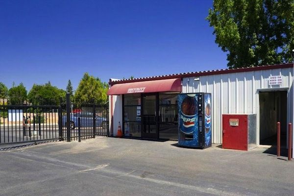 2633 W Shaw Ave Fresno, CA 93711 - Storefront