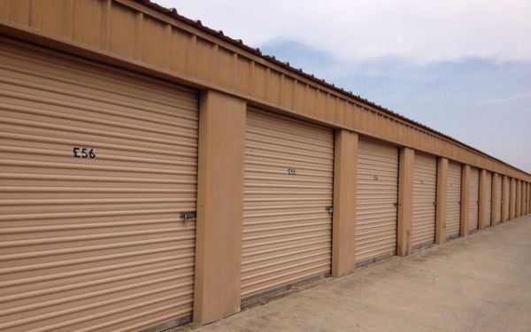 1234 Townlake Dr Laredo, TX 78041 - Drive-up Units