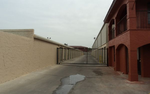 5115 San Francisco Ave Laredo, TX 78041 - Security Gate