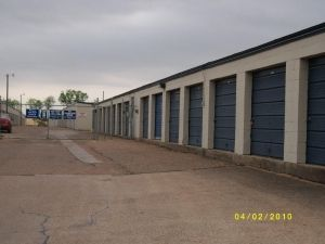2206 Finfeather Rd Bryan, TX 77801 - Drive-up Units
