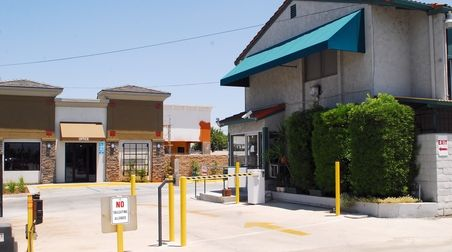 7200 Indiana Ave Riverside, CA 92504 - Security Gate