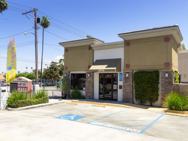 7200 Indiana Ave Riverside, CA 92504 -