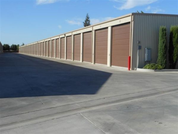 3515 W Dakota Ave Fresno, CA 93722 - Drive-up Units