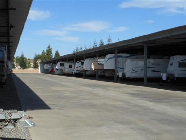 3515 W Dakota Ave Fresno, CA 93722 - Car/Boat/RV Storage|Driving Aisle
