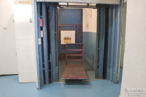 2648 15th Ave W Seattle, WA 98119 - Elevator|Rolling Cart