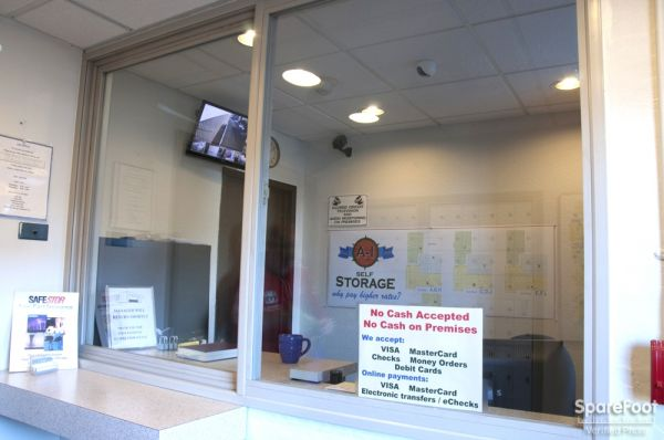 2648 15th Ave W Seattle, WA 98119 - Front Office Interior