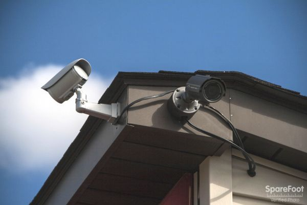 435 Georgesville Rd Columbus, OH 43228 - Security Camera