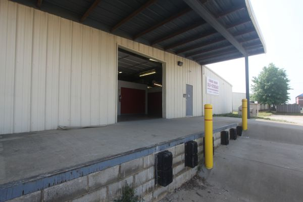 2803 Florence Blvd Florence, AL 35630 - Drive-up Units