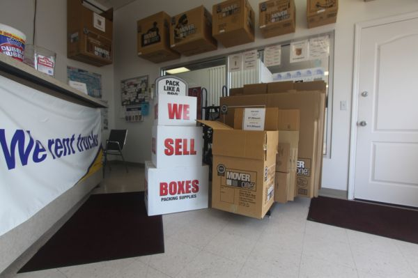 2803 Florence Blvd Florence, AL 35630 - Moving/Shipping Supplies