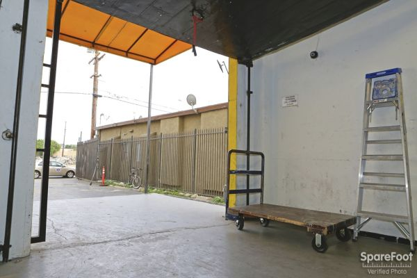 1430 E Anaheim St Long Beach, CA 90813 - Rolling Cart