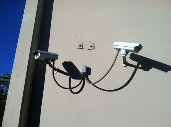 21051 Oxnard St Woodland Hills, CA 91367 - Security Camera