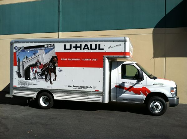 21051 Oxnard St Woodland Hills, CA 91367 - Moving Truck