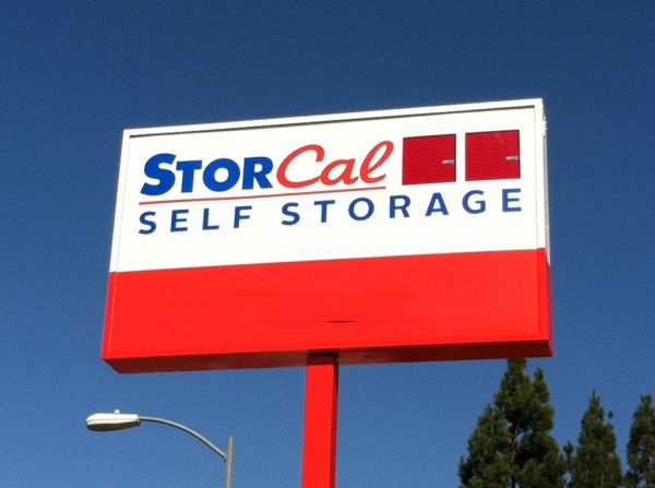 20525 Nordhoff St Chatsworth, CA 91311 - Signage