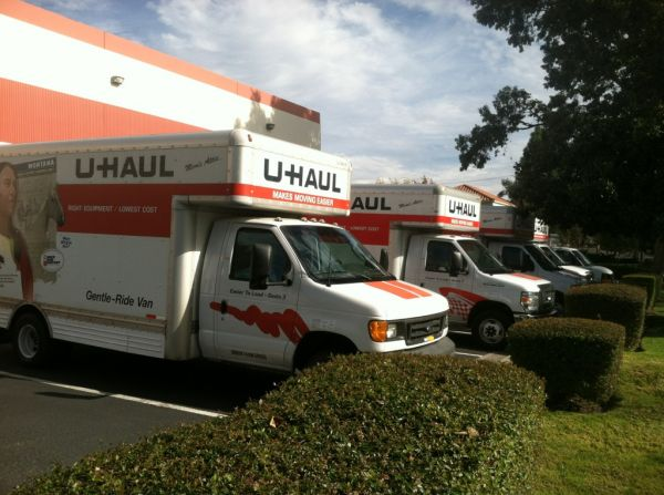2501 W Hillcrest Dr Thousand Oaks, CA 91320 - Moving Truck