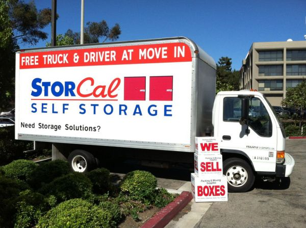 6061 de Soto Ave Woodland Hills, CA 91367 - Moving Truck