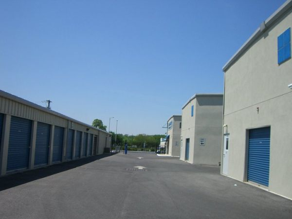 7490 S Crescent Blvd Pennsauken, NJ 08109 - Drive-up Units|Driving Aisle