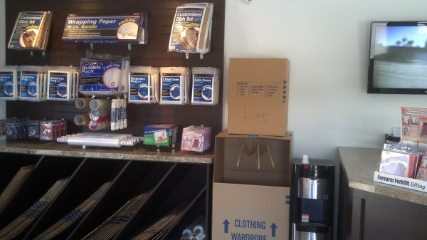 3167 Van Buren Blvd Riverside, CA 92503 - Moving/Shipping Supplies