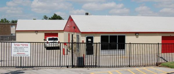 8600 N Roxbury Blvd Oklahoma City, OK 73132 - Security Gate