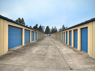 1421 E 44th St Tacoma, WA 98404 - Driving Aisle|Drive-up Units
