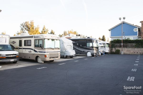 18716 Oxnard St Tarzana, CA 91356 - Car/Boat/RV Storage
