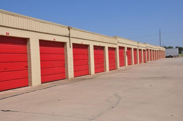 5110 NW 10th St Oklahoma City, OK 73127 - Drive-up Units