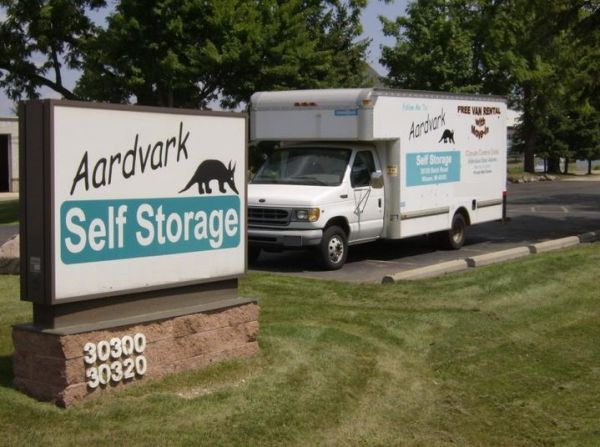 30320 Beck Rd Wixom, MI 48393 - Signage|Moving Truck